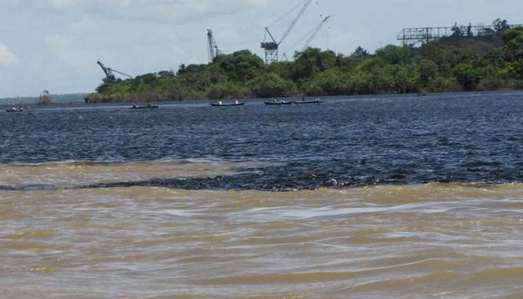 pescadores sobre los ríos Orinoco y Caroní